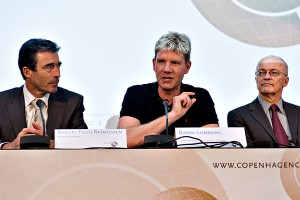 Climate change sceptic Bjorn Lomberg (centre) has attracted much criticism from the environmental movement