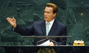 "Schwarzenegger warns of ""looming"" climate disaster"