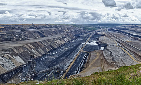 The Garzweiler coal mine in Germany (Source: Flickr/Bert Kaufmann)
