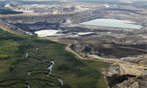 Alberta faces 'unstoppable' tar sands oil leak