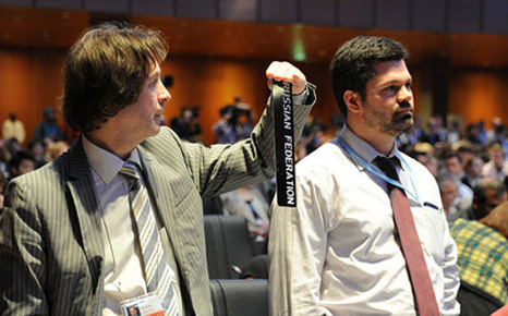 Russia diplomat Oleg Shamanov protests at the end of the 2012 UNFCCC talks