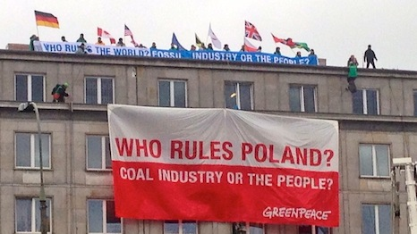 Protesters gather outside Poland's Ministry of Economy (Source: RTCC)
