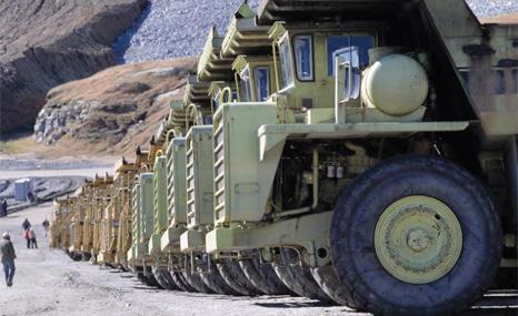 Coal_trucks_466