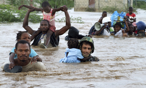 Jordanian UN peacekeepers rescue children in Haiti after  hurricane Ike 9Pic: UN Photos)