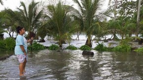 Marshall Islands face evacuations as sea swamps capital