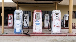 American cities consider health warnings for fuel pumps