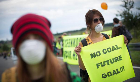 Continuing to burn lignite will threaten carbon targets, Greenpeace warned (Pic: Greenpeace/Christian Mang)