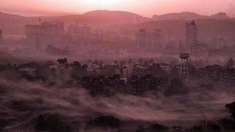Mumbai at dawn, choking the smoke of a nearby factory (Pic: Tawheed Manzoor/Flickr)