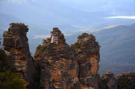 A banner in Australia's Blue Mountains (Pic: Flickr/Climate March)