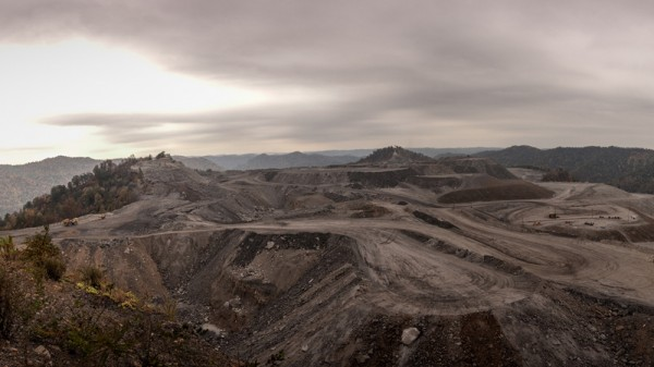 A mountaintop coal mine in West Virginia, US (Pic: Flickr/Dennis Dimick)