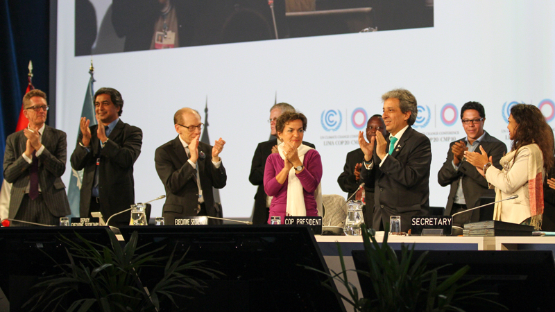 UN climate chief Christiana Figueres and Peru's environment minister Manuel Pulgar Vidal applaud the end of COP20 (IISD)