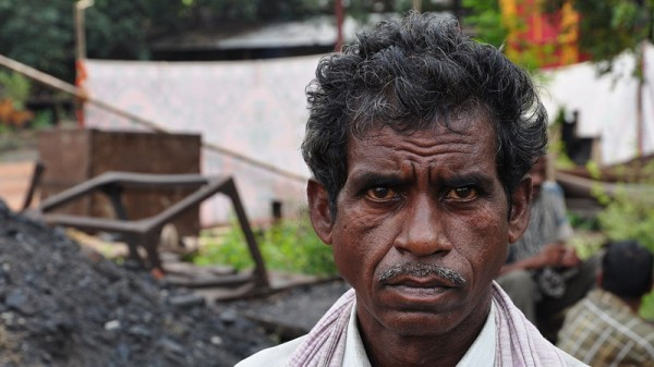 Indian coal miner (Pic: Biswarup Ganguly  [GFDL (http://www.gnu.org/copyleft/fdl.html) or CC BY 3.0 (http://creativecommons.org/licenses/by/3.0)], via Wikimedia Commons)