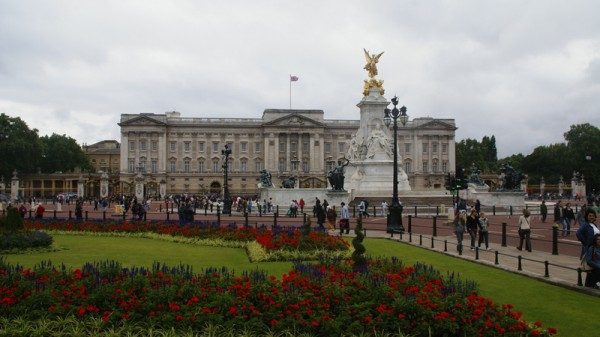 The Queen awards honours at Buckingham Palace (Pic: Flickr/David Baron)