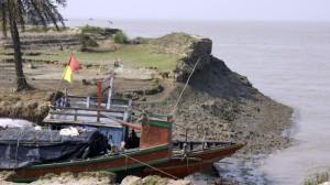 Sundarbans islanders face stark choice as sea levels rise