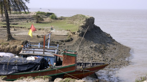 A boat anchored on the banks of Ghoramara Islands in India (Pic: Priyanka Singh)
