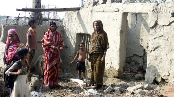 Hasna Biwi with her daughter-in-law and grandchildren at their abandoned house in Ghoramara (Pic: Priyanka Singh)
