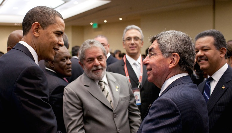 President Barack Obama greets Costa Rica President Oscar Arias during a reception at the 2009 Summit of the Americas (Pic; White House/Flickr)