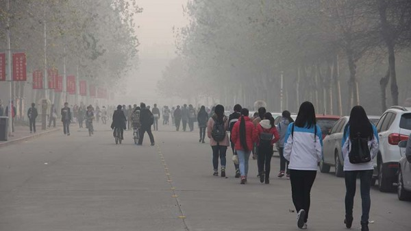 Severe air pollution in Henan province, China in 2014 (Flickr/ V.T. Polywoda)