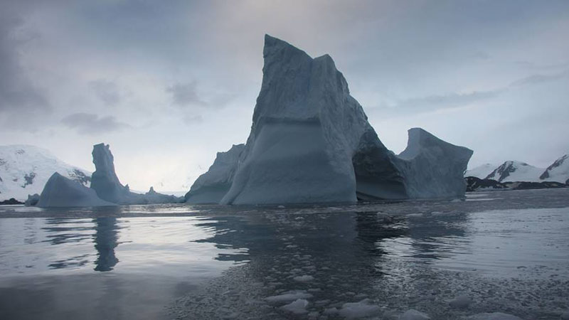 Antarctica's Larsen B ice shelf is likely to collapse into hundreds of icebergs before the end of the decade, according to NASA