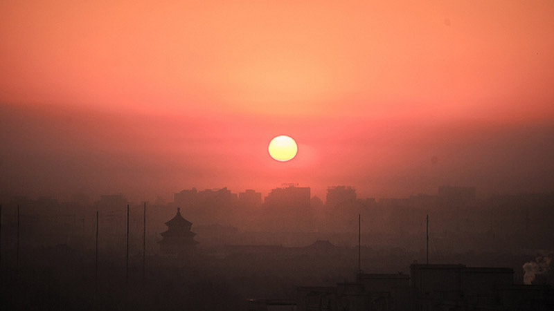 Heavy pollution shrouds sunset in Beijing (Pic: Theis Kofoed Hjorth/Flickr)