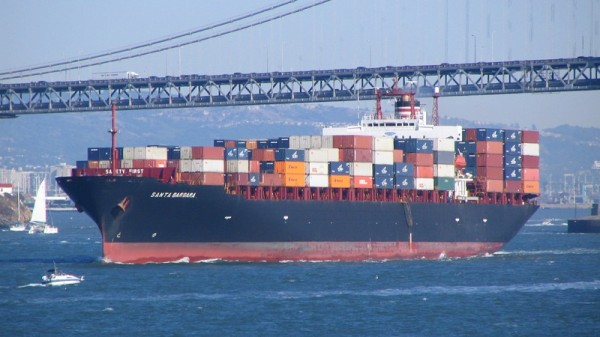 Shipping accounts for 3% of global greenhouse gas emissions (Flickr/Derell Licht)