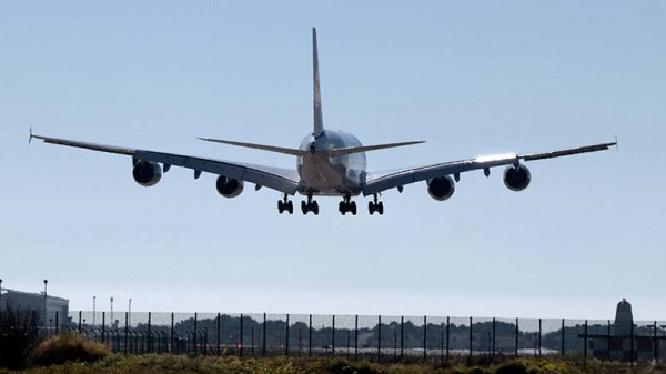 Aviation vs climate as UK airport review released