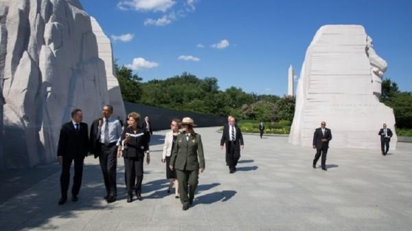 President Barack Obama gives Brazil's Dilma Rousseff a tour of the Martin Luther King memorial park, Washington (Official White House Photo/Pete Souza)