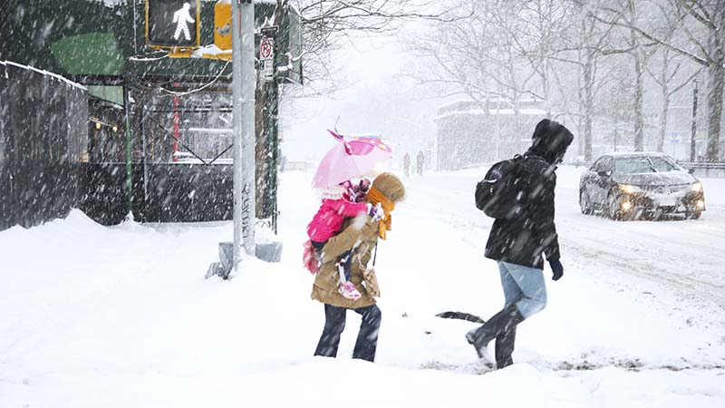 Morning commute in New York, February 2014 (Flickr/ Roey Ahram)