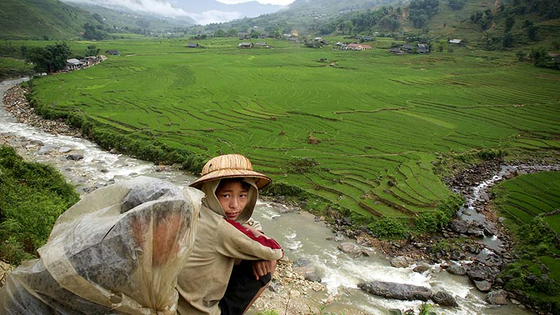 Boosting resilience to climate change is part of poverty-busting deal (Kibae Park/UN Photo)