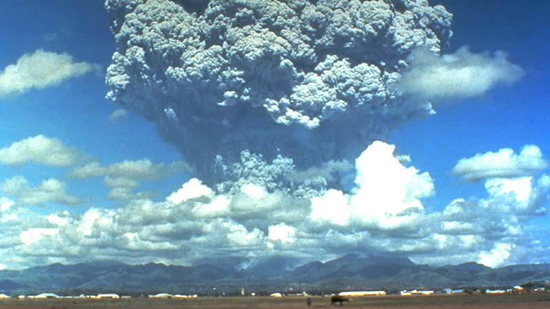 A plume of aerosols from an eruption at the Pinatubo volcano gave scientists insights (Wikimedia commons)