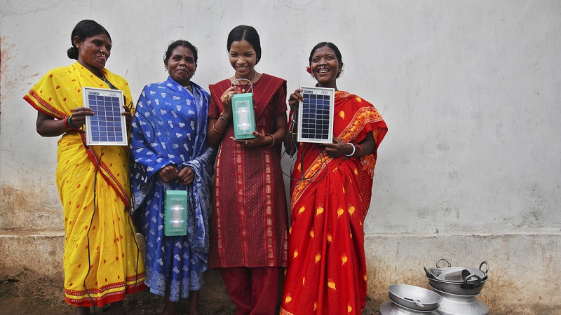 After five month's training in solar power engineering, four women in Tinginaput, India show off their lamps (Flickr/DFID)