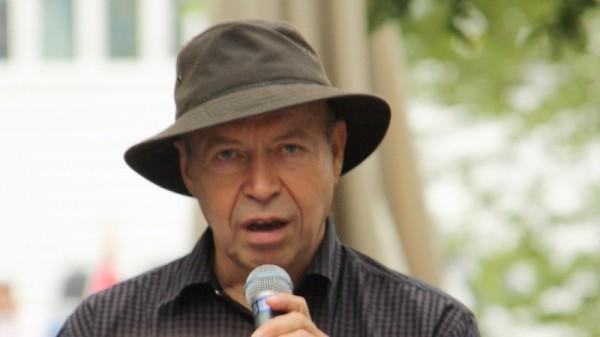 James Hansen speaking at a rally in New York, 2011 (Flickr/Adam)