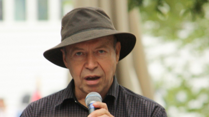 James Hansen speaking at a rally in New York, 2011 (Flickr/Adam)