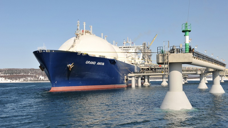 An LNG tanker in port (Pic: Shell)