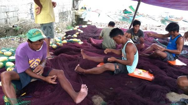 Fisherfolk mend their nets in Samar (Pic: Renee )