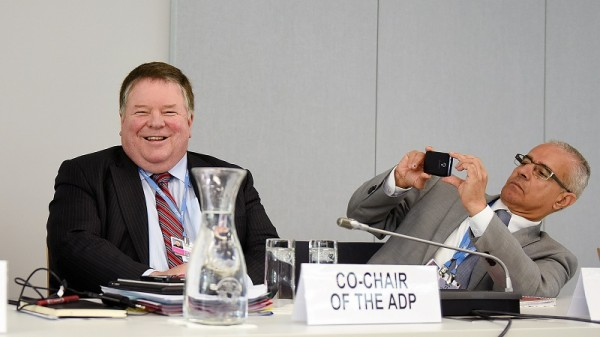 Ahmed Djoghlaf snaps a picture of Dan Reifsnyder at interim talks in Bonn (Pic: IISD)