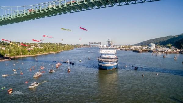 "Greenpeace ""kayaktivists"" tried to block Shell icebreaker Fennica from leaving Portland last month (Flickr/Twelvizm)"