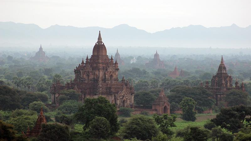 Mystic temples of Bagan, just before sunrise. Bagan, Myanmar (Flickr/ KX Studio)