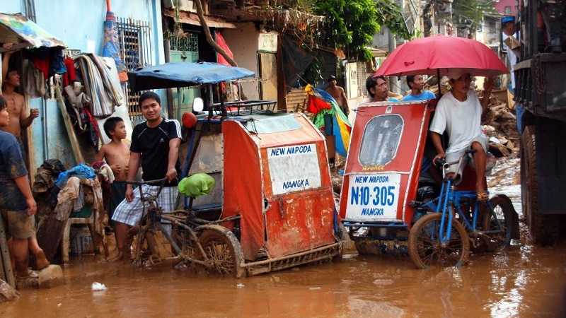 Manila floods - victims of climate change impacts bear little responsibility for causing the problem (Flickr/SuSanA Secretariat)