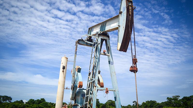 A pumpjack in Angola (Flickr/ Jobdodane)