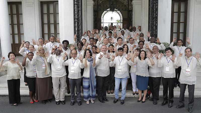CVF representatives hail the signing of the Manila CVF Communique (Pic: CVF)