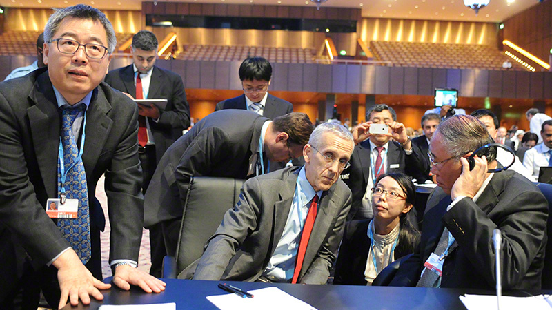 Stern consults with Xie at the 2012 Doha climate summit (Pic: IISD Reporting Services/2012)