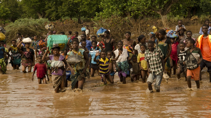 Flood victims head for a rescue boat in Malawi. The GCF approved funding for early warning systems on climate-related threats (Flickr/UNDP)