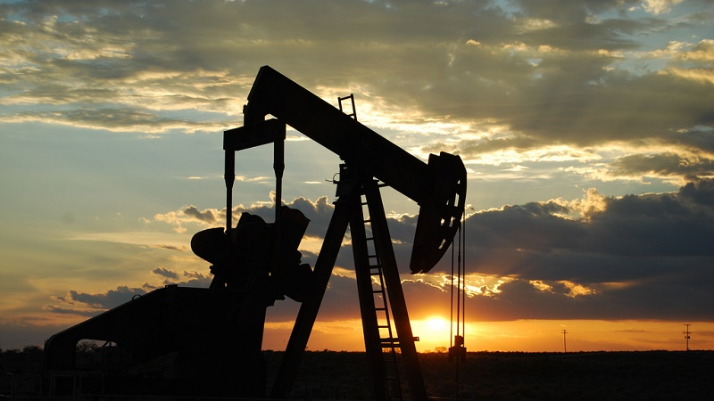 Low oil prices choke investment, increasing reliance on Middle East suppliers (Flickr/Paul Lowry)
