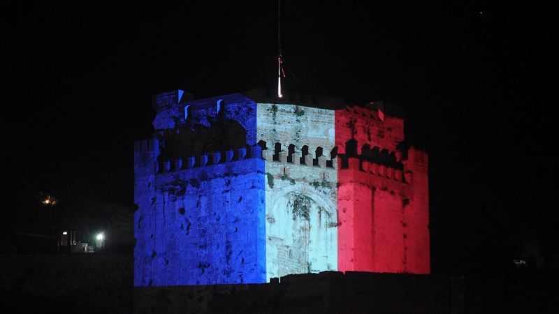 Moorish castle in Gibraltar lit up with the French flag in solidarity with terror victims (Flickr/Oliver Davis)
