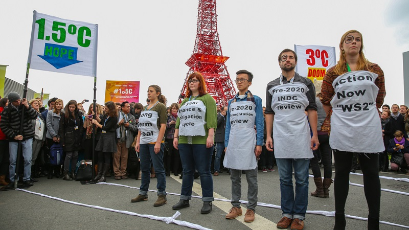 Activists calling for a 1.5C warming limit in Paris (Photo by IISD/ENB)