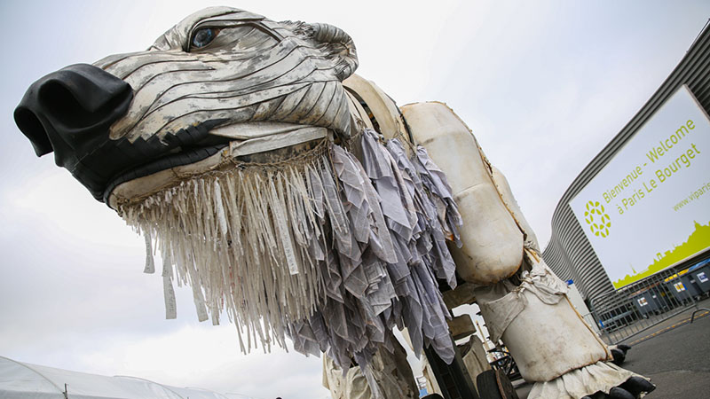 A mechanical polar bear at Le Bourget conference centre in Paris (credit: IISD/Kiara Worth)