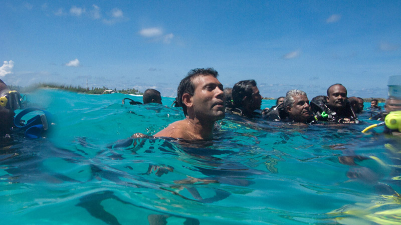 Nasheed meets the press after the Worlds first ever underwater cabinet meeting held at Girifushi island in 2009 (Pic: Maldives Presidency/Flickr)