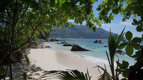 Seychelles dodges 'debt hole' with pledge to protect oceans