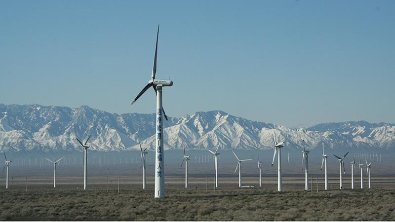 Wind turbines in Xinjjang, western China (Flickr/ Kaj17)